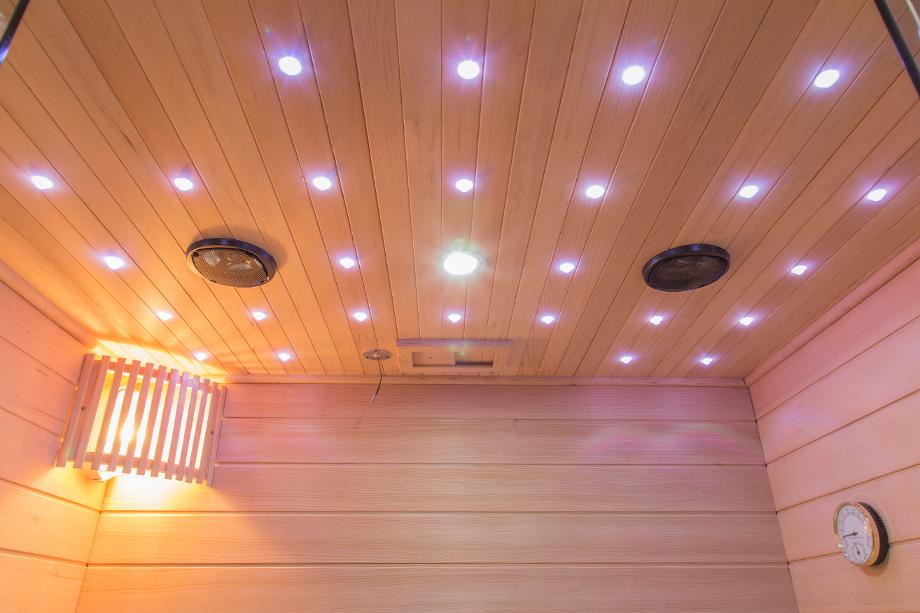 Sauna Finlandese 2 Posti Con Vetrata Frontale E Cielo Stelato